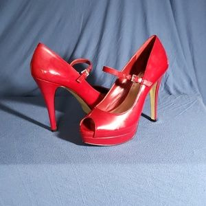 Size 8 BCBG Peeptoe Heels